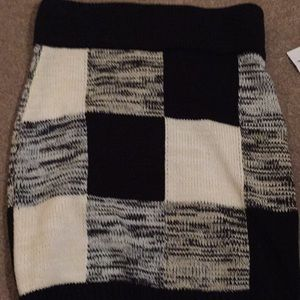 Black and cream knit skirt
